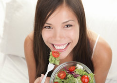 rsz_woman_eating_a_salad